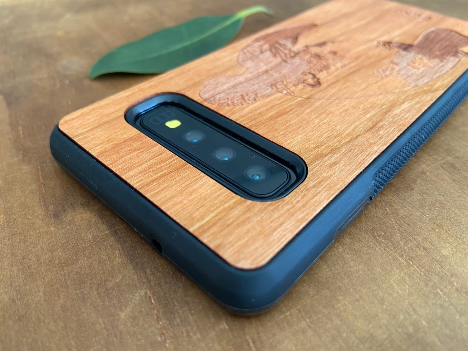 Wooden Galaxy S10/S10 Plus Case with Turtle Engraving III